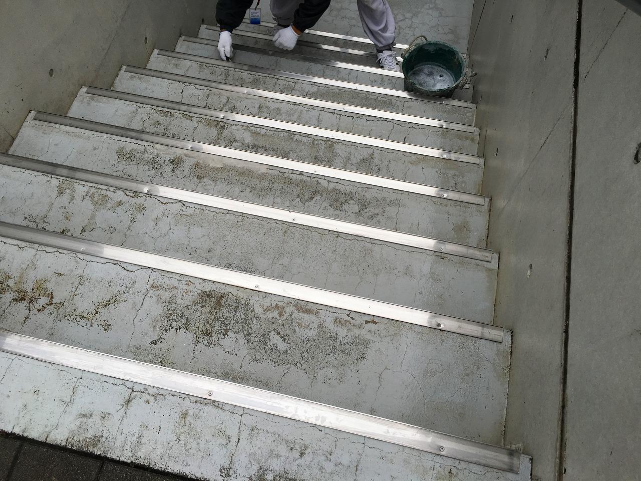 階段ひび割れビフォー